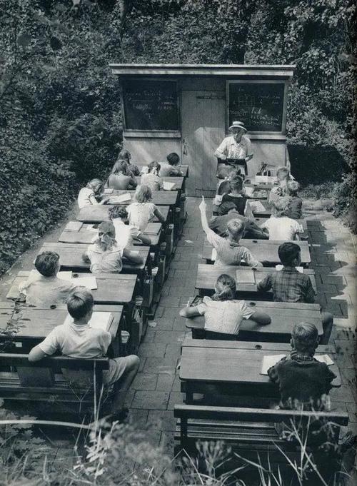 """""""露天学校"""" 1957年,荷兰..."""
