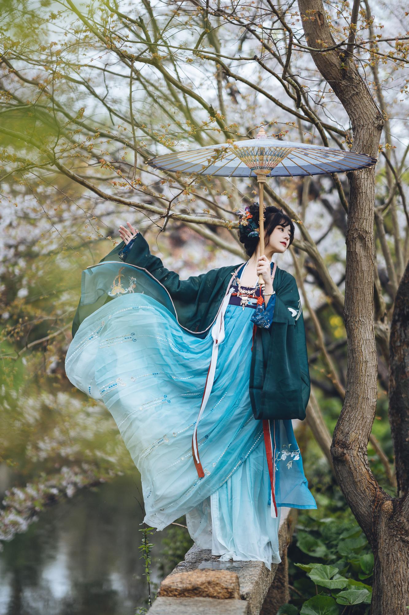 春花集 III 拍着拍着下起了雨插图(5)