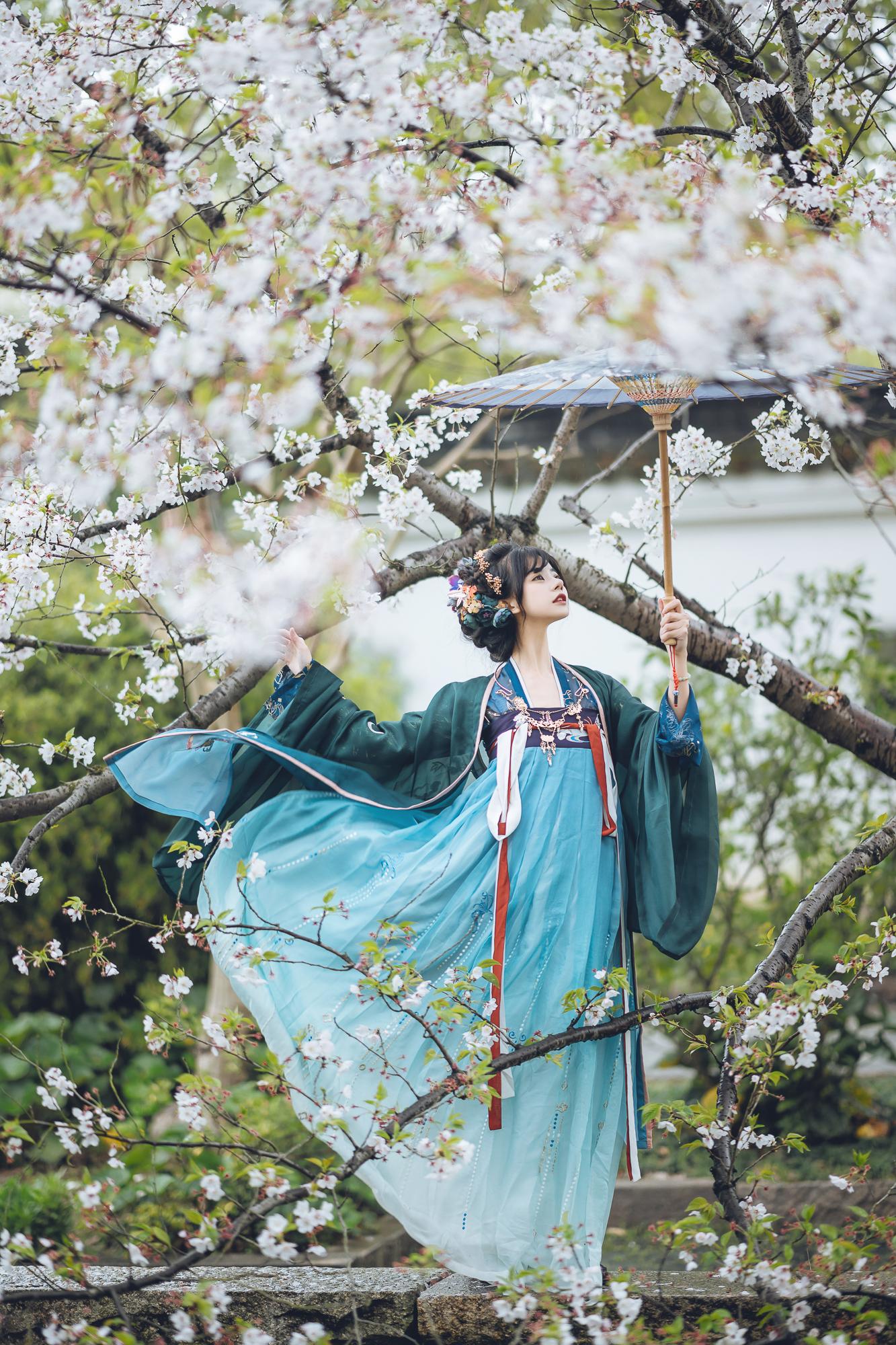 春花集 III 拍着拍着下起了雨插图(9)