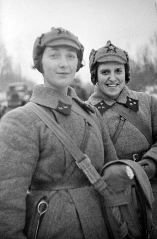 卫国战争中的苏联女军医,194...